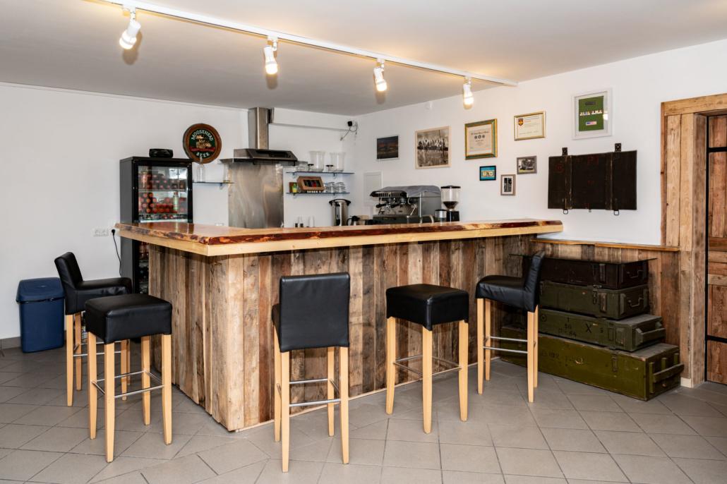 Ausstattung Trainingszentrum | Cafeteria - Bar | Act & Respond GmbH